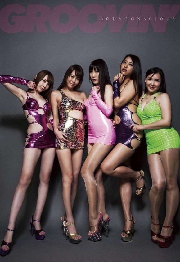 海外のファッションショーが普通にお乳見せててワロタwwwwwwwwwwww(外国人お乳モロ写真あり)