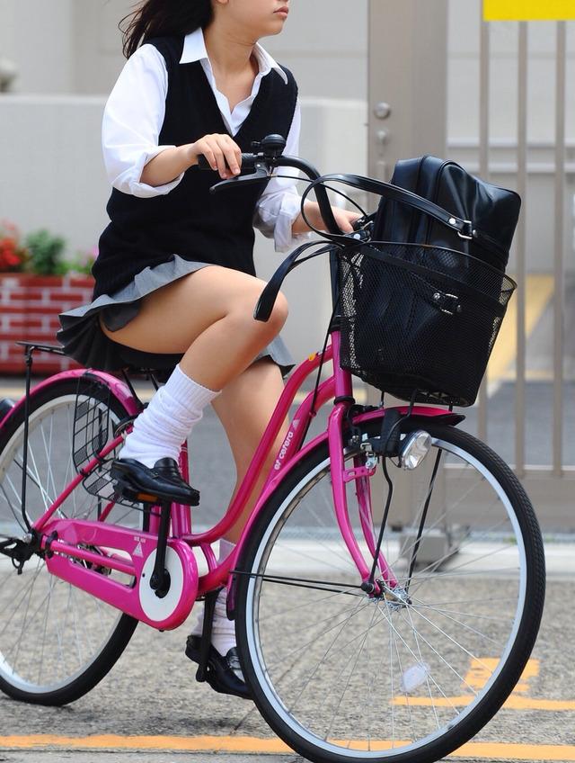 【エロ画像】新学期☆入学したてのピチピチ今時女子校生のえろさは異常wwwwwwwwwwwwwwwwww(秘密撮影画像あり)