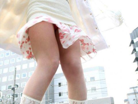 (ガン見不可避)ちょwwwwノーパン☆?極限まで短いミニスカなのにパンツ履いてるように見えないんだがwwwwww