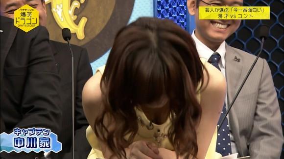 伊藤綾子アナのミニスカワンピの生足に胸チラがぐうしこ過ぎる件wwwwwwwwww(えろキャプ写真あり)