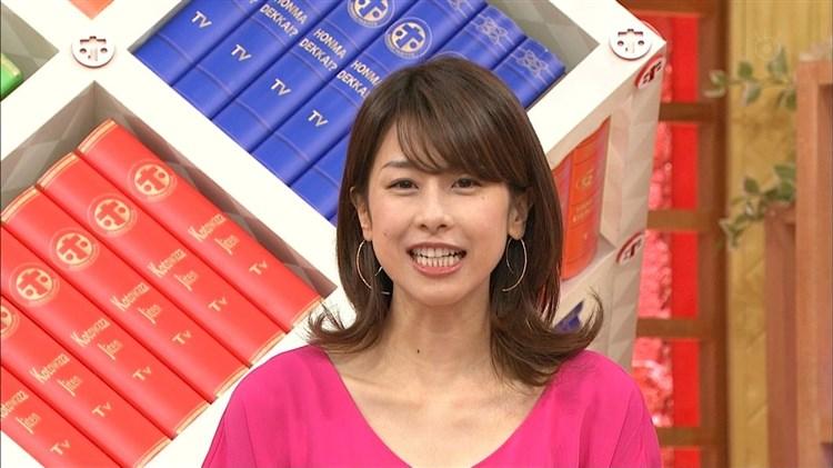 加藤綾子~フリーになって毎週のように胸チラ?前屈みで谷間モロ見えのえろ攻撃☆