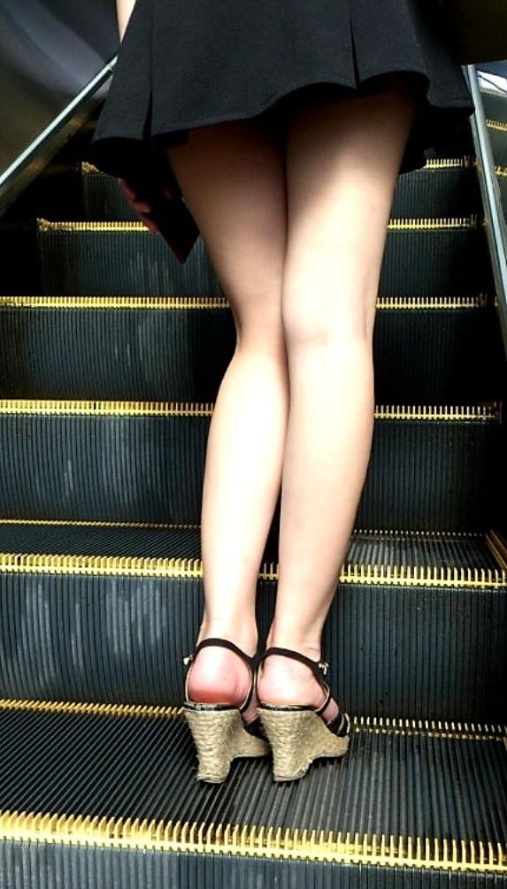 秘密撮影スポットとして有名なエスカレーターではパンツ丸見えがいっぱいってマジみたいだわwwwwwwwwww(写真あり)