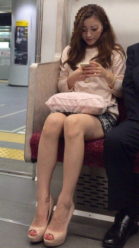 きゃば嬢・フウゾク嬢のミニスカ美足を秘密撮影しまくったったwwwwwwwwwwww(写真あり)