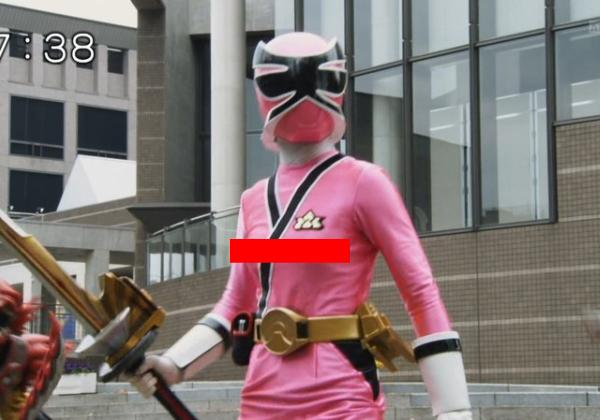 (※草不可避※)ヒーローショーでチクビがビンビンになってしまった女メンバー(ピンク)が発見されるwwwwwwwwwwwwwwwwww(写真あり)