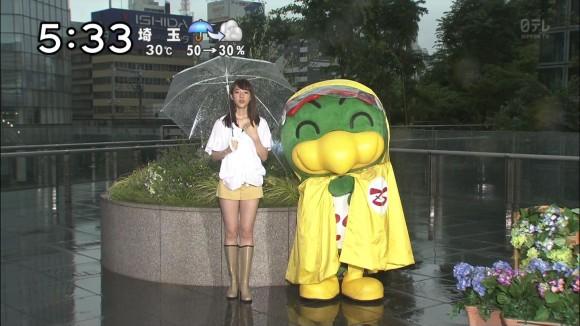 山崎あみとかいうお天気オネエさんのショーパン生足美足がえろすぎて天気予報見るの忘れたwwwwwwwwww(TVえろキャプ写真あり)