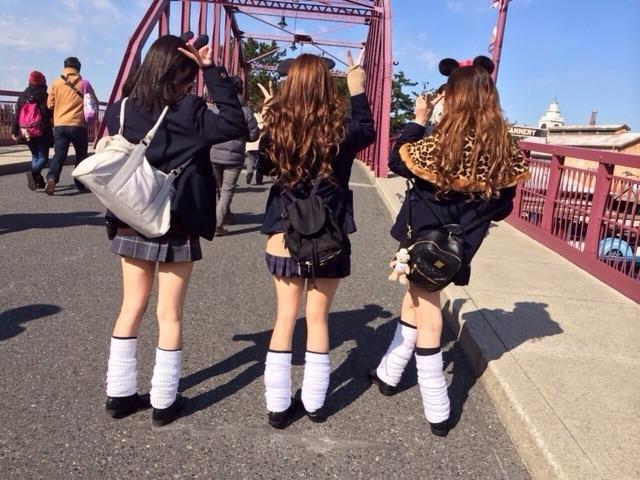 (インスタえろ写真)テーマパークではしゃぐ現役10代小娘が即ハボ過ぎてむらむらするわwwwwwwwwww