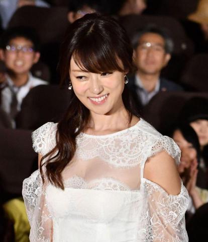 深田恭子(33)透け透けお乳wwwwww2ch「胸元パックリトリスwwwwww」「大胆過ぎwwwwww」