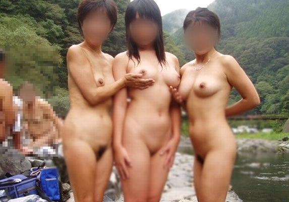 これがSNS依存症かwwwwwwたとえ裸であってもネットにうpしたい…露天風呂で記念収録wwwwww(写真15枚)