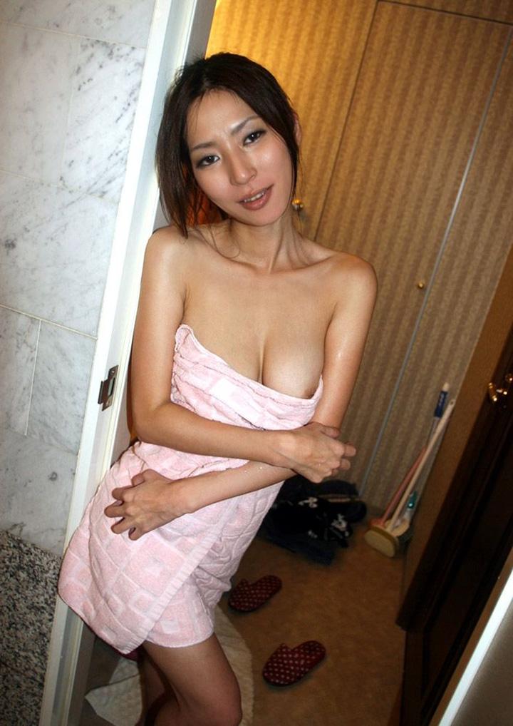 【エロ画像】リーチ☆☆BUSタオル一枚の女ってポ少女してたりえろくて超最高だよなwwwwwwwwwwwwwww(画像あり)