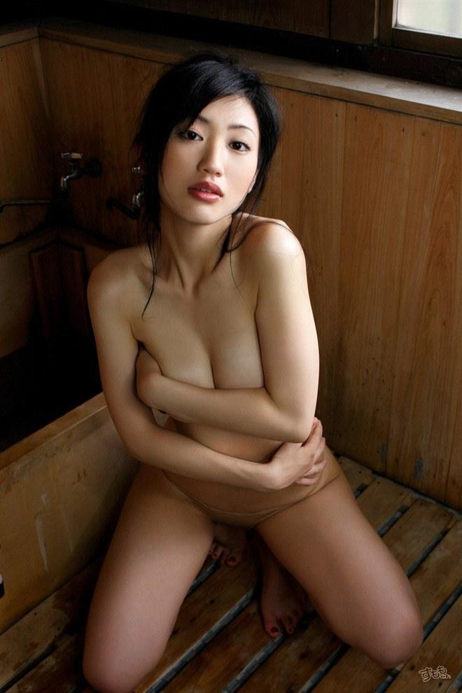 (壇蜜えろ写真)橋本マナミの出現でかなり薄れた感があるがえろい身体してるわwwwwwwwwww