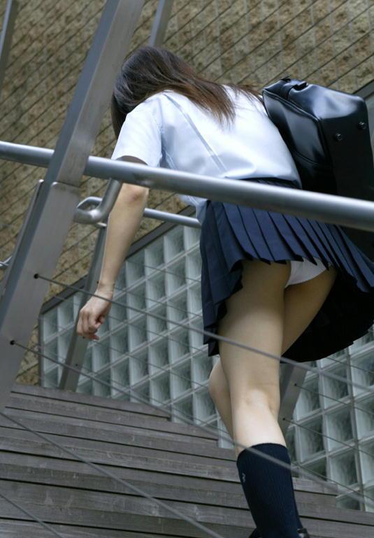 (10代小娘秘密撮影)ローアングルから見る10代小娘のパンツ丸見えはまじで超最高の眺めだよなwwwwwwwwww(写真あり)