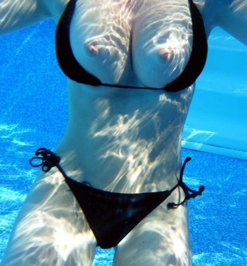 水中露出してる女多くてワロタwwwwww息苦しいが潜水してたらいいことあるぞwwwwww(写真あり)