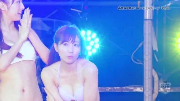 SKE48ミズ着ショーえろ写真☆これはストリップショーかと思うほどのえろさだなwwwwwwwwww
