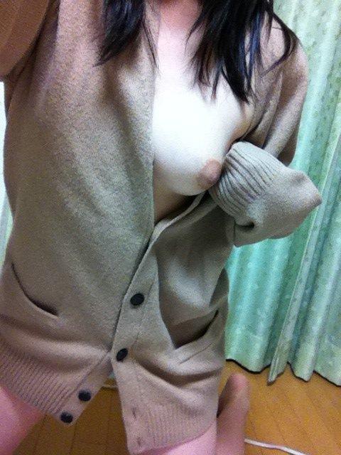 ニットセーターやマフラーから見えるポ少女お乳のえろ写真