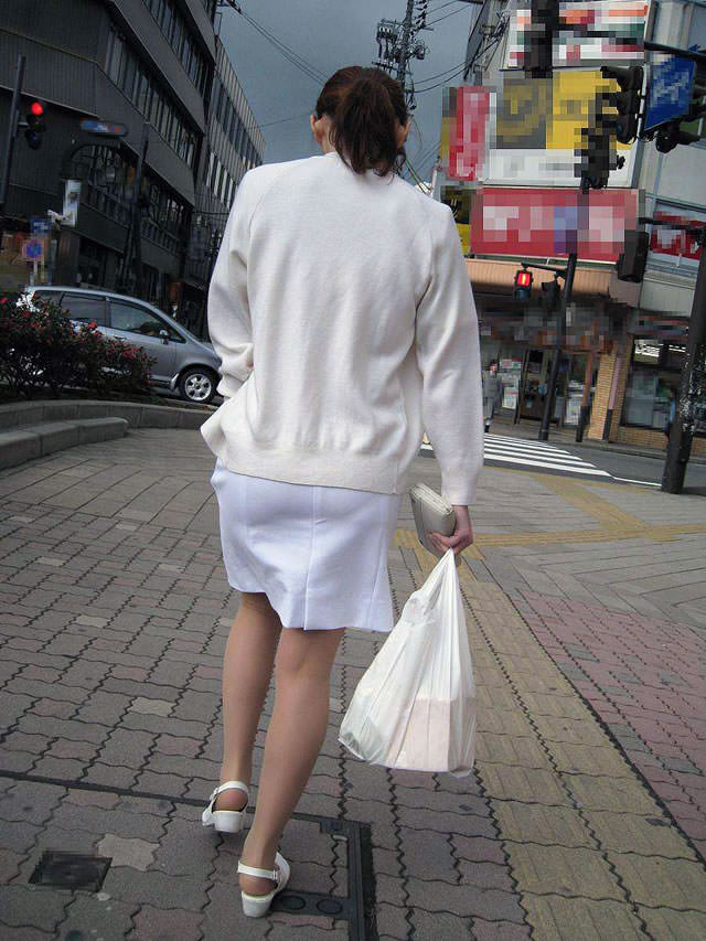 白衣ナァス服姿の看護師さん達の外出中の透けパンやクッキリお尻の秘密撮影えろ写真wwwwwwwwww