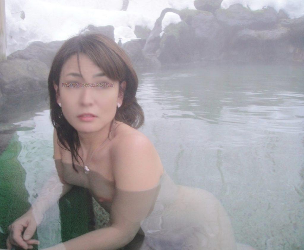 寒い冬は貸し切り混浴風呂でウワキSEXが一番だなwwwwwwwwww(リベンジポルノえろ写真あり)