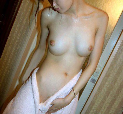 すげえ美しい乳お乳のシロウト小娘のえろ写真20枚