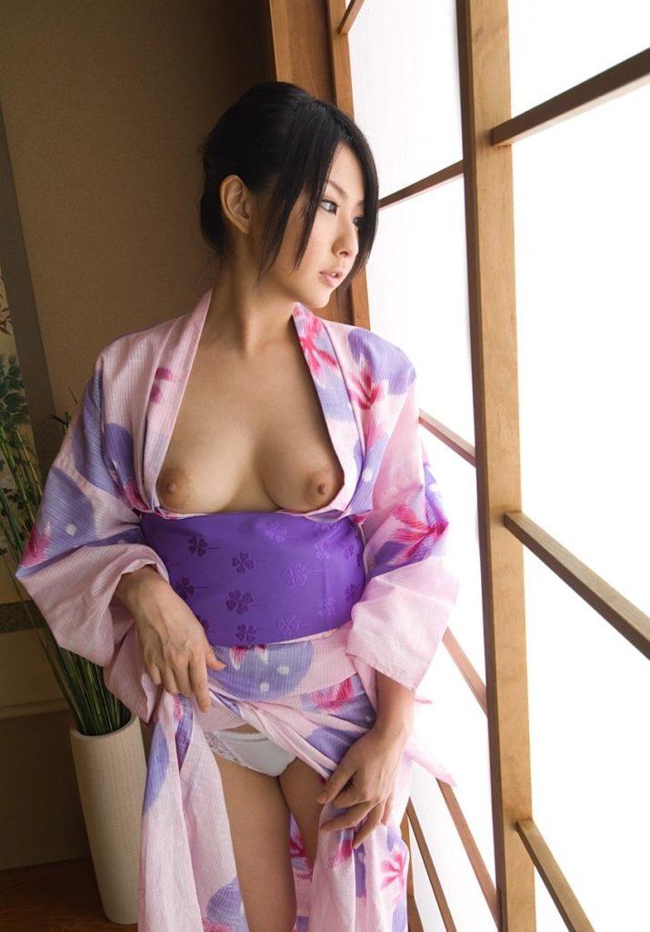 和服の良さが分かる美女の着衣ヌードエロ画像50枚 表紙