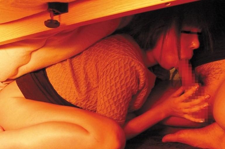 こたつフェラという怠惰なセックスエロ画像18枚