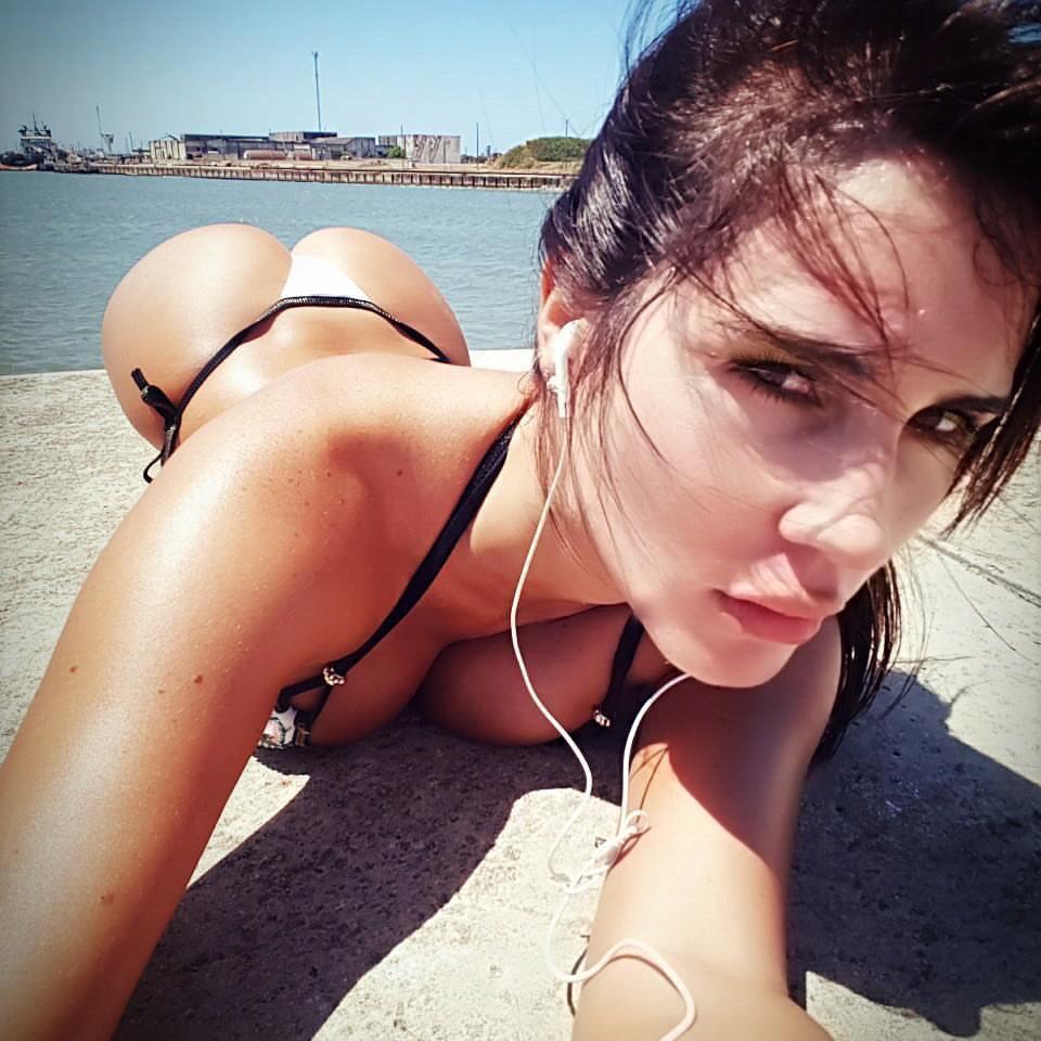 プリケツお尻がエロい水着外国人美女のエロ画像30枚