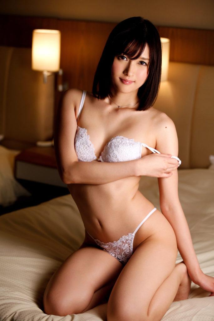 王道!純白系下着を身に着けた女のエロ画像30枚