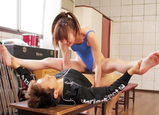 身体柔らかいな…!大開脚セックスしてる女のエロ画像30枚