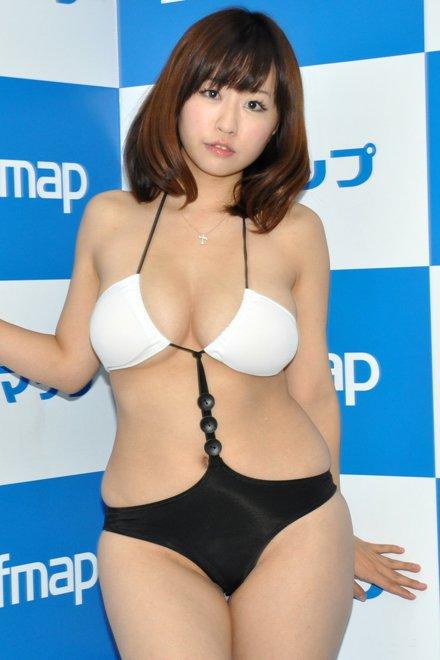デブ専にはたまらないむっちり女子のミズ着姿のえろ写真25枚