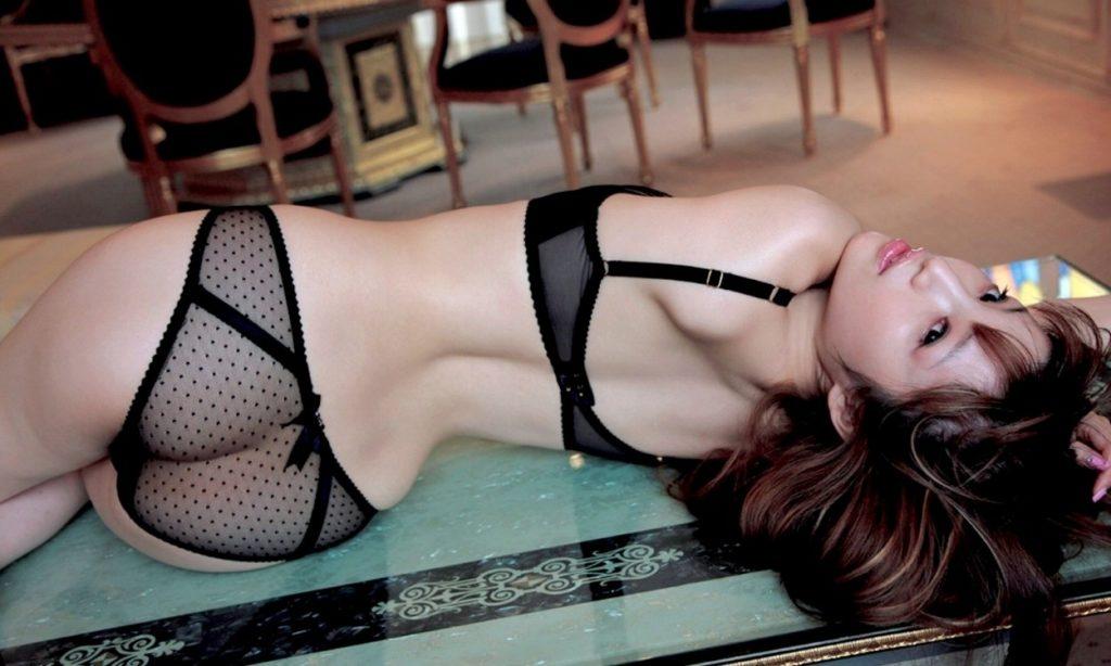 シースルー下着がセックスな女のえろ写真25枚