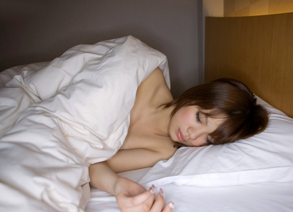 寝起きから犯したくなりそうなベッドの上のモデルのえろ写真30枚