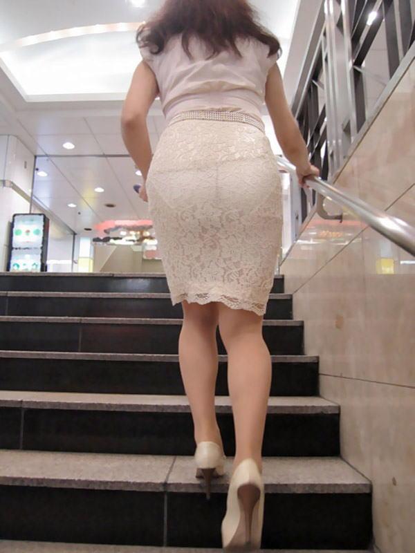 下着が普通に透けて見えてる素人娘のエロ画像25枚 表紙