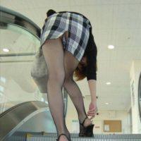 スリッドスカートから見えるパンチラってどうしてこんなにエロいんだろうかwwwww(画像あり)